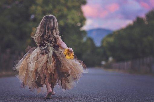 向日葵を持つ女の子sweetie
